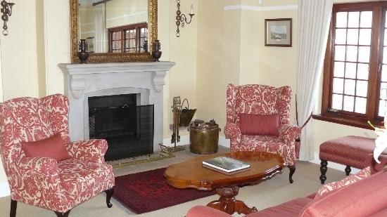 St James Manor: Lounge