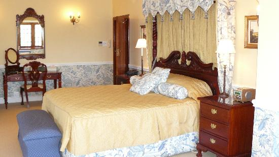 St James Manor: Very comfortable bed