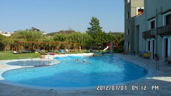 Casa Maria Apartments: The bigger pool