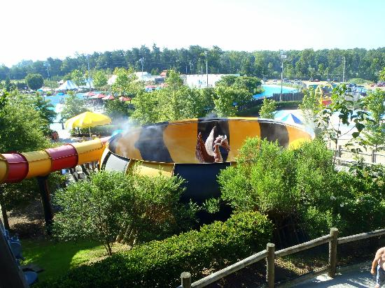 Greensboro, Carolina do Norte: DRAGON'S DEN (best water-slide ever!)