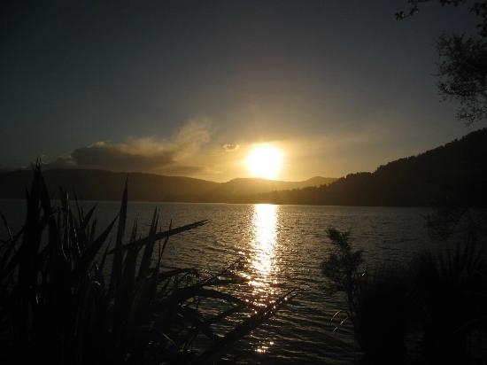 DOC Otto/MacDonalds Campsite: Sonnenuntergang am See
