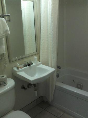 Palmetto Shores Oceanfront: Surprisingly clean, but ewww, had a jetted tub with a slow drain. My advice - Shower. Quickly.