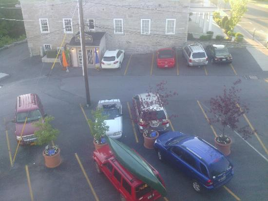 The Village Inn of Skaneateles : parking