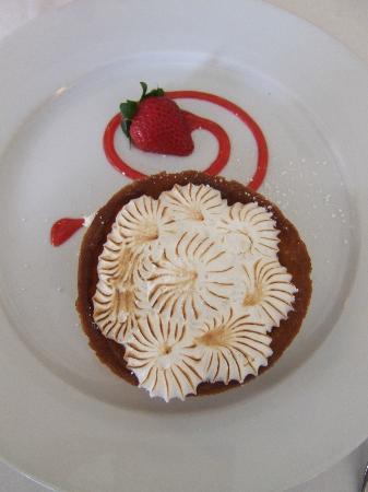 Beacon Hill Bistro: Magnificent desserts - lemon tart