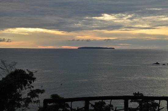 Casa Corcovado Jungle Lodge: view at sunset