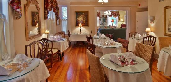 Inn On Charlotte: Breakfast room