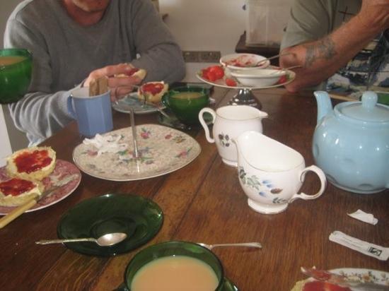 Johnny's Cafe: cream tea.