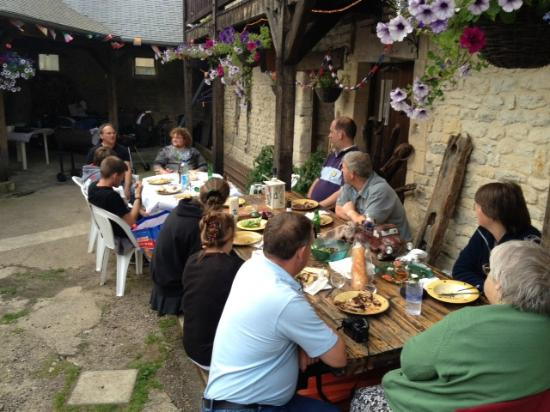 Normandy Beach B & B: Barbecue in the Courtyard
