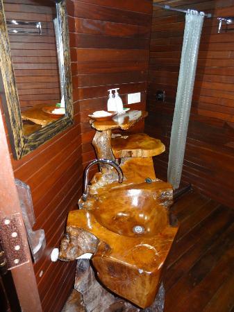 Baan Habeebee Resort : Lavabo bungalow De Luxe