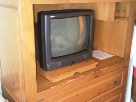 Auberge Gouverneur Shawinigan: Look mom, one of those old TV's