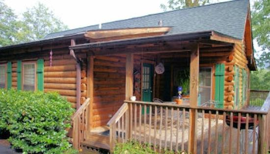 Four Seasons Cottages & Cabins: Creek Waters Cabin