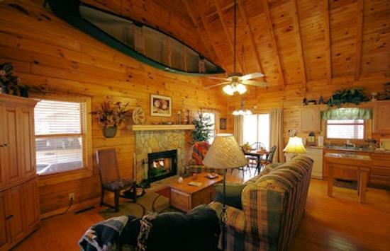 Four Seasons Cottages & Cabins: River Landing Cabin