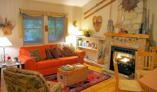 Four Seasons Cottages & Cabins: Sundance Cabin
