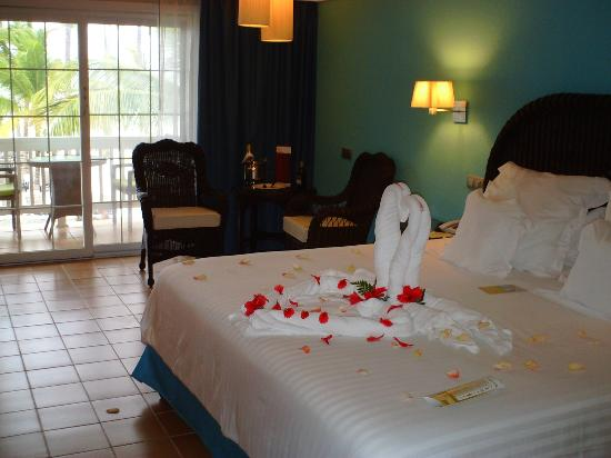 Barcelo Bavaro Beach - Adults Only: King-sized bed