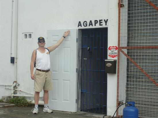Agapey Chocolate Factory : A cruise buddy shows the door to enter.