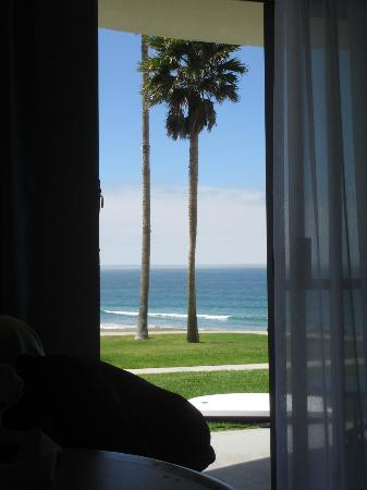 Kon Tiki Inn: looking out of our room