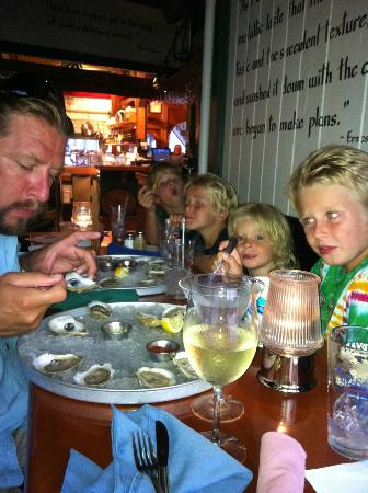 Beach Cove Waterfront Inn: Mine Oyster for appetizers