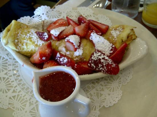 The Original Pancake House: Strawberry crepe