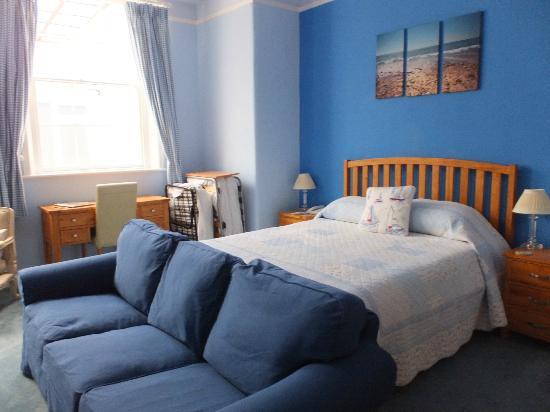 Albert Cottage Hotel: Room 10 King Bed Area
