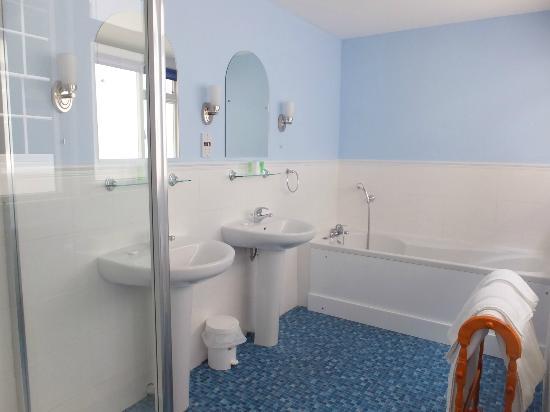 Albert Cottage Hotel: Room 10 Bath
