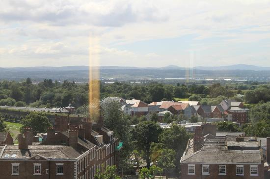 Crowne Plaza Chester: View towards racecourse