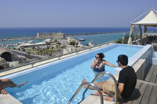GDM Megaron Historical Monument Hotel: rooftop infinity pool