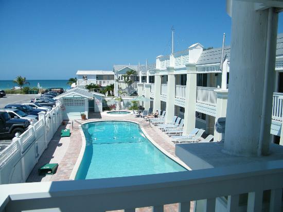 Resort Sixty-Six: Pool