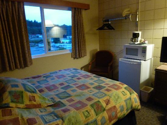 Haida Way Motor Inn : Zimmer im Haida Way mit Mikrowelle und Kühlschrank