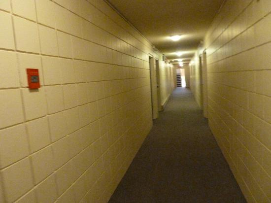 Haida Way Motor Inn: Der Zimmergang im Erdgeschoss