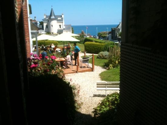 Saint-Quay-Portrieux, France: la terrasse du restaurant superbe vue mer!!!