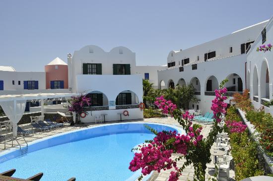 New Haroula Hotel: pool area 