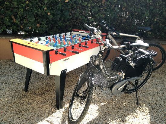 Monteverde Guesthouse: Table Soccer, bikes