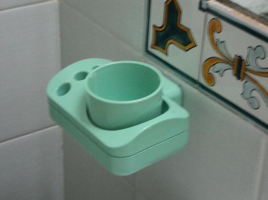 هوتل توري دي بوربوني: bethroom furniture 