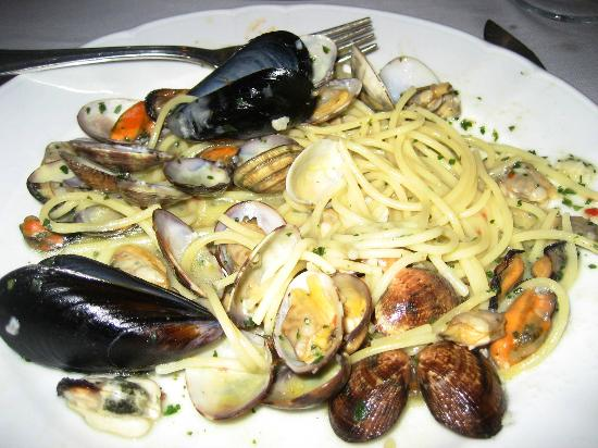 Antonio's: Pasta with clams and mussels