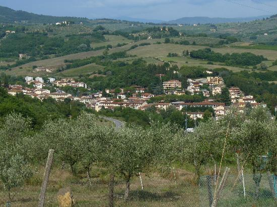 Lombrichino Bed & Breakfast: views from the pool