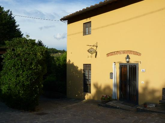 Lombrichino Bed & Breakfast: Entrance to the villa