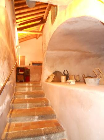 Fermata Spuligni: scalinata per accedere alla cucina ed ai bagni di servizio del ristorante/sala congressi
