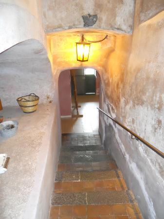 Fermata Spuligni: scalinata per accedere alla cucina ed ai bagni di servizio