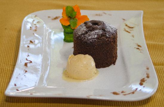 Finca Rosa Blanca Coffee Plantation & Inn: Warm Chocolate Cake