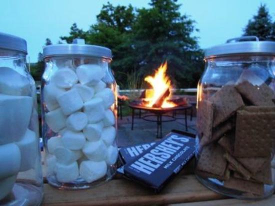 Albergo Allegria: S'Mores by the campfire