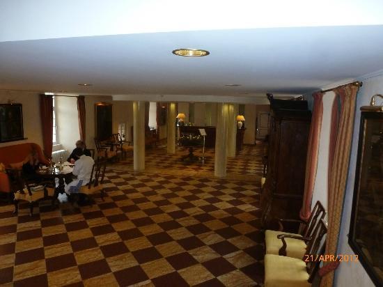 Parkhotel Wasserburg Anholt: Lobby von der Treppe