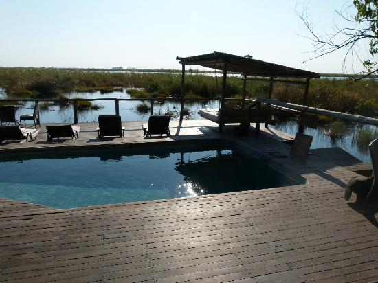 Wilderness Safaris DumaTau Camp: Duma Tau pool on the channel