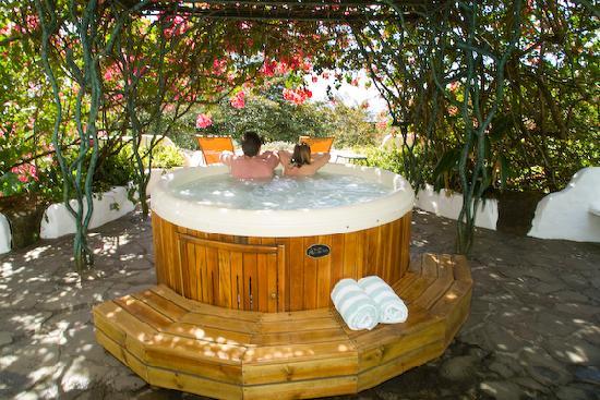 Finca Rosa Blanca Coffee Plantation & Inn: hot tub soaking