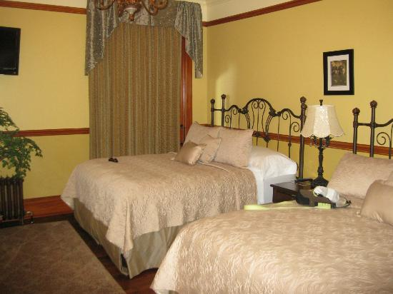 Kaiser House Lodging: Kaiser Bedroom Suite