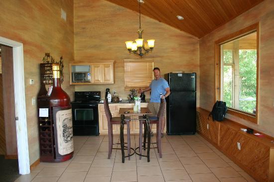 Casa de Loco Winery: Kitchen