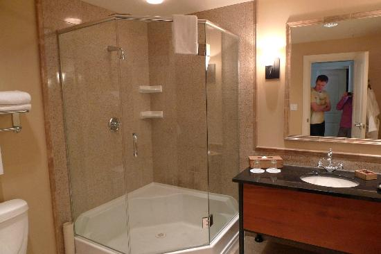 Park Place Inn: Bathroom of room 5