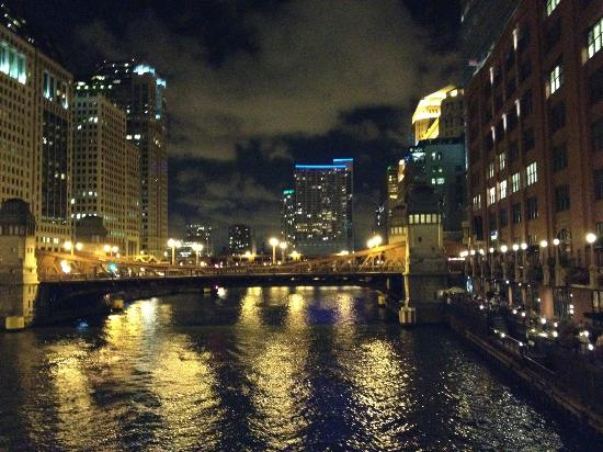 Fulton's on the River: Chicago river at night