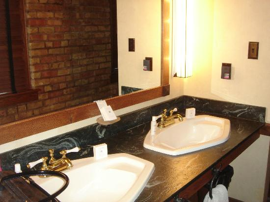 Celebrity Hotel: Double sink and mirror, the toilet and shower are in a seprate room.
