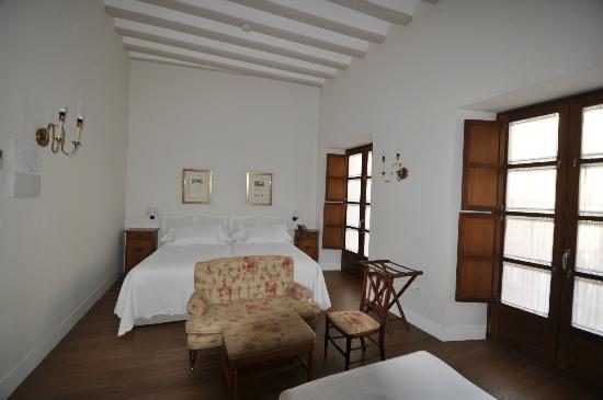 Hotel Amadeus: O quarto, amplo, moderno e super limpo.