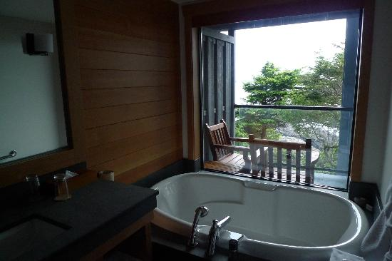 Wickaninnish Inn and The Pointe Restaurant: The most amazing bathroom in room 210.The view from the bath is a wow. There is also a lovely sh